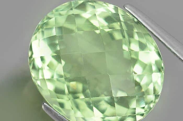 О свойствах зеленого аметиста