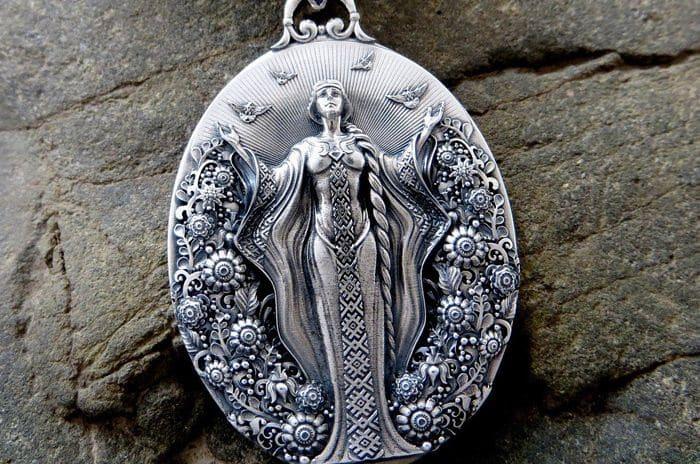 Славянский амулет для женщины